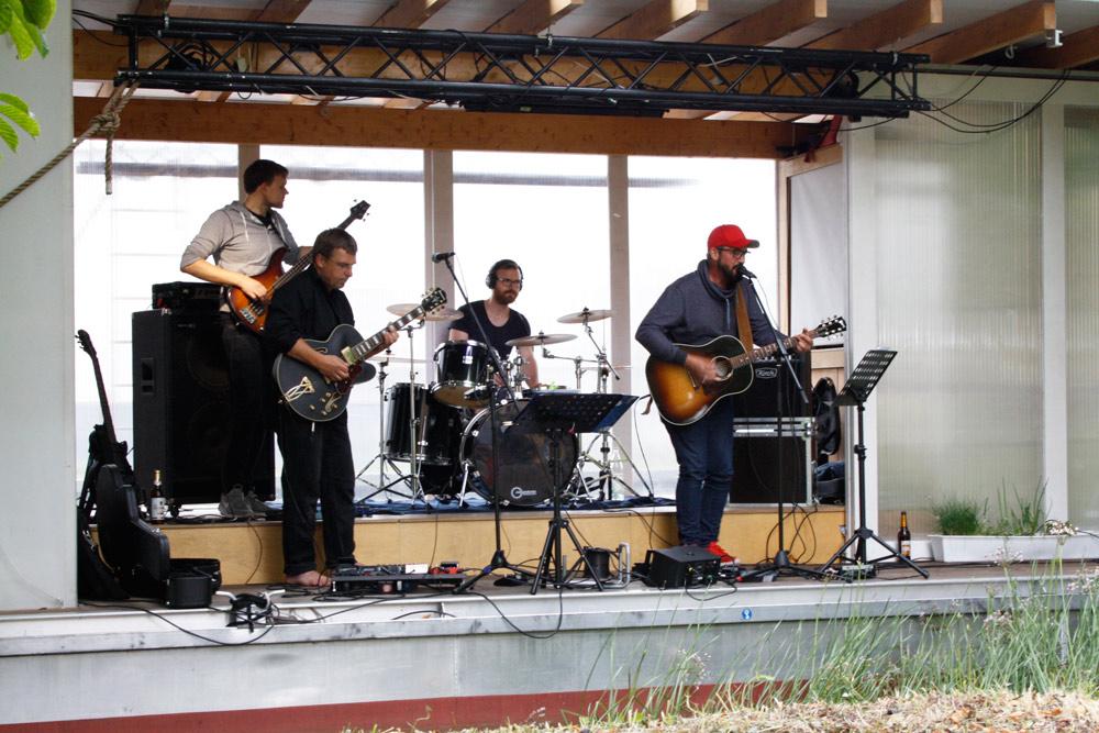 Offene Bühne in Zehdenick, Band spielt auf der Traumschüffbühne